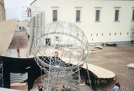 RAI-napoli-globo-sceF0010